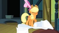 Applejack shaking off hat S3E4