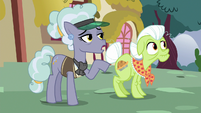 "Jeweler Pony ""don't you work at the spa?"" S7E2"