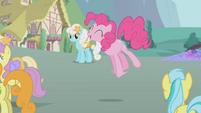 Pinkie Pie singing S1E3
