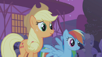S01E06 Rainbow i Applejack dumne z Twilight
