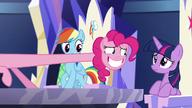 S05E19 Pinkie stara się uciec przed spojrzeniem Twilight