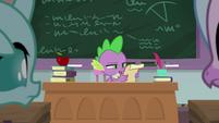 Spike reading Twilight's instructions S8E21