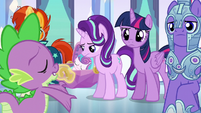 Starlight absorbing the message of Spike's song S6E16