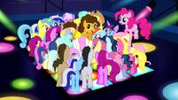 Ponies surrounding Cheese S4E12