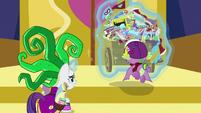 Rarity and Spike lift Spike's cart together S9E19