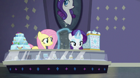 Rarity in front of the cash register S8E4