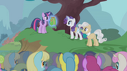 201px-Presenting special vest to Twilight S1E11