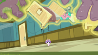 Aquamarine falls out of her floating bed S7E3
