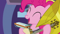 "Pinkie sings ""and a yak or two or three"" S8E2"