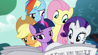 Rarity points out an article about Mayor Mare S5E19