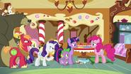 S06E15 Mieszkańcy Ponyville proszą Pinkie o pomoc