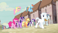 Party Favor and Double Diamond lead Mane Six S5E1