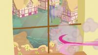 Pinkie runs off S5E11