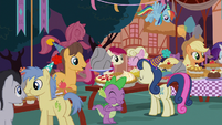 Ponies eating treats at the birthday party S8E3