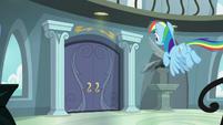 Rainbow Dash flying to her front door S9E21