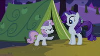 Sweetie Belle pointing at Rarity S2E05