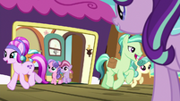 Crystal Ponies getting off the train S7E24