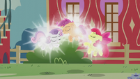 Cutie Mark Crusaders floating and glowing S5E18