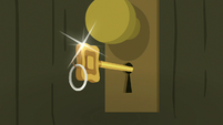 Door key still unturned in the keyhole S7E2