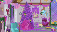 Hearth's Warming decorations covered in goo S8E16