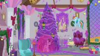 Hearth's Warming decorations covered in goo S8E16