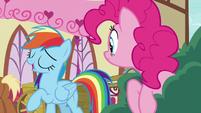 Rainbow Dash pretends to enjoy custard pie S7E23