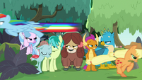 Rainbow and AJ speeding back and forth S8E9