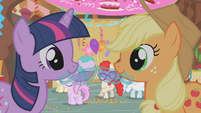 Twi and Applejack Punch S1E12
