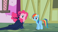 Pinkie Pie's tail twitching S2E08