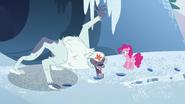 S05E11 Pinkie i Yeti