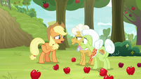 "Applejack ""distractin' Apple Bloom"" S9E10"
