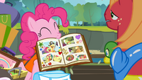 Pinkie with her scrapbook S4E09