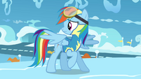 Rainbow looks behind her S3E07
