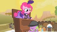 S01E21 Pinkie wewnątrz pianina