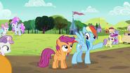 S05E17 Rainbow Dash idzie zapisać siebie i Scootaloo