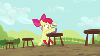 Apple Bloom straightens grape juice jar S5E17