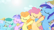 Background ponies smiling S2E18