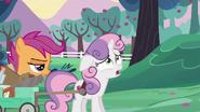 S06E14 Sweetie Belle narzeka na wczesną porę