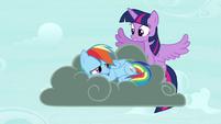 Twilight flies up S4E21
