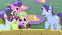 Ponies interested in what's behind the curtain MLPS5