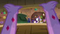 Spike watching Rarity from a basket S8E11