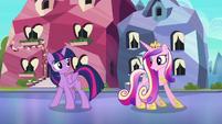 Twilight and Cadance do a little shake S6E16