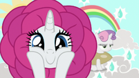 Flower Rarity smiling wide at the camera S7E6