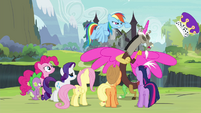 Rainbow Dash knocks off Discord's hat S4E25