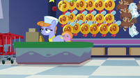 Salespony standing at the cash register S7E3