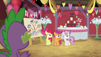 Spike and CMC notice Discord is gone S8E10