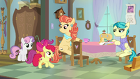 Apple Bloom giving out quilt ideas S9E12