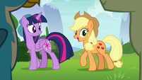 Applejack appears before the Young Six S8E9