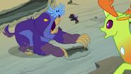 S07E17 Thorax widzi Pharynxa walczącego z maulwurfem