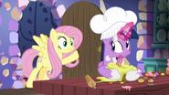 S07E20 Fluttershy zauważa, że Twilight gotuje